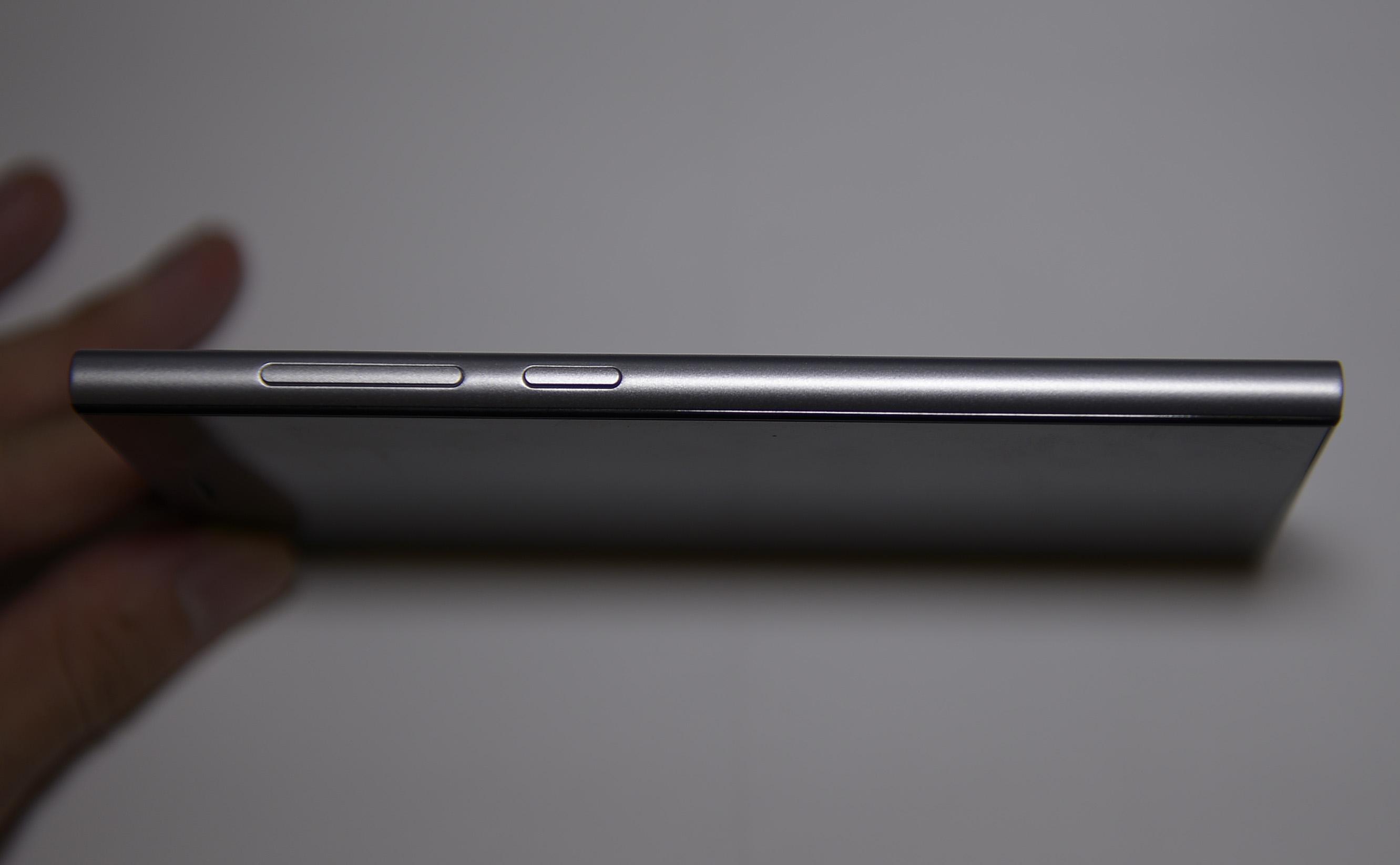Xiaomi Mi3 Grey Xiaomi Mi3 RightXiaomi Mi3 Grey